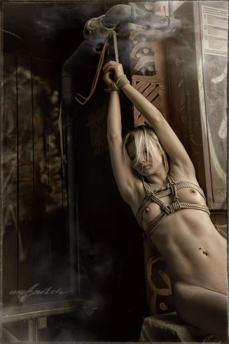 lost places, shibari nude, foto by HansPeter Muff